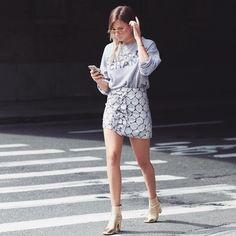 ¡Buenos días! #tendencias #moda para nosotras… lacasitademartina.com 👠👗👜 #streetstyle  #fashionblogger #fashion #trends #blogger #mom #mum #coolmom #lacasitademartina #lcmMum #fashionmom #fashionmum Pic We wore what