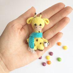 Купить Брошка Жираф - мишка крючком, вязаный мишка, мини игрушка, миниатюра, мишка в одежке