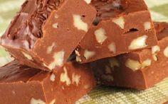 Πανεύκολο σοκολατένιο γλυκό ψυγείου με 3 υλικά