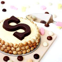 """""""Waarom heeft Sinterklaas eigenlijk nog niet zijn eigen taart?,"""" dacht ik in aantocht van 5 december ietwat gepikeerd. Ik dookde keuken in om de ultieme Sinterklaastaart samen te stellen."""