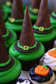 Adorable #Witch Hat #Cupcakes for a cute #Halloween treat #DIY via @Jess Pearl Pearl Pearl | shelf / life Hanley