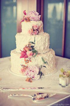 Feast Your Eyes on These 36 Amazing Wedding Cakes. To see more: http://www.modwedding.com/2014/03/27/36-amazing-wedding-cakes/  #wedding #weddings #cake #reception Photo: VanHatten Photography; Wedding Cake: VG's Bakery