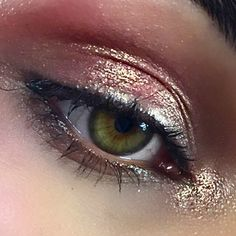 Extreeeme close up to show you one of the many uses of Fix+ beyond skincare. Scared of fall out when using loose pigment or metallic shadows? Mix a little into a spritz of #Fix+ and dampen your brush with it too. #Metallic perfection every time!  I used @maccosmetics #Rose #pigment and #Amberlights #eyeshadow here. . (From a shoot coming soon...)…