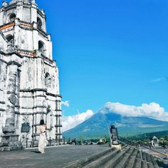 This 20-million year old volcano is the most active volcano in the Philippines.. The iconic landmark of albay is considered as the world's most perfect cone.. This is definitely a must-see historical landmark..   #albay #mtmayon #volcano #travellife #travelogue #travel #travelblogger #travelphoto #travelphotography #travelph #wanderlust #wanderer #wanderlustph #sinopinas #iloveph #philippines #bloggerph #wanderph #conquertheworld #samsung #igdaily #instalife