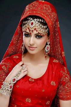 Bridal Makeup Indian Red Jewelry Ideas For 2019 Red Jewelry, Bridal Jewelry, Jewellery, Bridal Lehenga 2017, Bridal Makeup For Brunettes, Small Bridal Bouquets, Blue Bridal Shoes, Kate Spade Bridal, Big Wedding Dresses