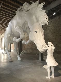 Hanblechia Model Horse Sculpture Painting and Custom Glazed Chinas by Paige Easley Patty Sculpture Textile, Sculpture Painting, Horse Sculpture, Animal Sculptures, Knife Painting, Instalation Art, Equine Art, Horse Art, Art Plastique
