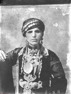 Καραγκούνα - Θεσσαλία Greek Costumes, Greek History, In Ancient Times, Tribal Jewelry, Middle East, Antique Jewelry, Folk Art, Muse, Portraits