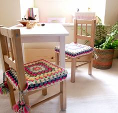 happy crochet granny squares chair covers with tassels for girls bedroom with colourful wool Crochet Motifs, Crochet Granny, Crochet Pattern, Ikea Wooden Chairs, Love Crochet, Knit Crochet, Granny Square Projects, Stool Covers, Ikea Kids