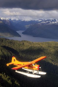 Proudly offering Misty Fjords National Monument seaplane tours in Ketchikan. See Alaska the way it was meant to be seen: by seaplane. Airplane Art, Airplane View, Airplane Fighter, Bush Pilot, Plane And Pilot, Bush Plane, Float Plane, Adventure Aesthetic, Air Festival