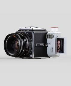 Photographers Isaac Blankensmith and Eddie Cohen worked on a photo hack where they combined a Hasselblad and FujiFilm Instax together for one unique instant camera. Cardboard Costume, Medium Format Camera, Classic Camera, Camera Gear, Camera Bags, Instant Camera, Vintage Cameras, Fujifilm Instax, Owl Blanket