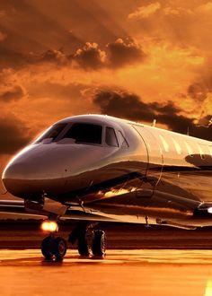 Living the Dream Photos) - Suburban Men Jets Privés De Luxe, Luxury Jets, Luxury Private Jets, Private Plane, Avion Jet, Luxury Helicopter, Jet Privé, Civil Aviation, Jet Plane