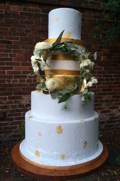 Some gold leaf accents with fresh flowers Gold Leaf, Fresh Flowers, Wedding Cakes, Desserts, Food, Design, Wedding Gown Cakes, Meal, Wedding Pie Table