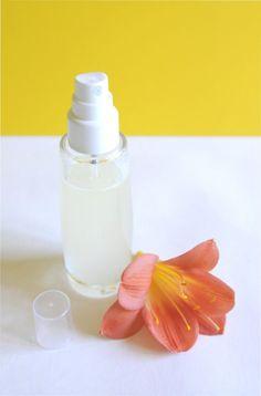 Brume d'été pour protéger ses cheveux du soleil, de l'eau et du vent ! Au délicieux parfum de géranium et ylang ylang !