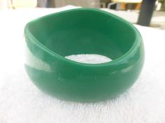 Retro Bangle Bracelet Asymmetrical Chunky Green Lucite L34