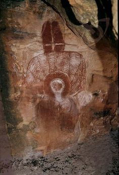 Wandjina paintings are unique to the Kimberley of Western Australia. Wanjina are shape-changing anthropomorphic beings associated with rain. Aboriginal History, Aboriginal Culture, Arte Tribal, Tribal Art, Ancient Mysteries, Ancient Artifacts, Paleolithic Art, Art Rupestre, Cave Drawings