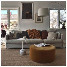 Vi ligger så mycket efter med vårt vardagsrum just nu. Home Living Room, Living Room Decor, Living Spaces, Burgundy Living Room, Decor Room, Home Decor, Interior Inspiration, Family Room, New Homes