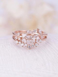 Vintage engagement rings 225180050106260615 - Bague de mariage : Rose gold engagement ring set Curved wedding women Diamond Cluster ring Unique e Source by Beautiful Wedding Rings, Wedding Rings Rose Gold, Diamond Wedding Bands, Wedding Jewelry, Diamond Cluster Engagement Ring, Engagement Ring Settings, Vintage Engagement Rings, Diamond Rings, Solitaire Rings