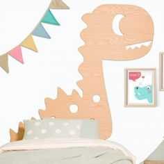 Looking at this charming little dinosaur, you wouldn't think that dinosaur means ´terrible lizard´. In fact this Titanosaurus looks rather cute and, after all, every child has a favourite dinosaur!