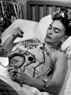Frida Kahlo painting her body cast. a wonderful woman who uses her time..