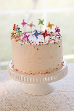 A huge variety of birthday cake pictures for all age groups, family members or friends. Find the right birthday cake idea for your cake design. Pretty Cakes, Cute Cakes, Beautiful Cakes, Amazing Cakes, Pinwheel Cake, Pinwheel Wedding, Cake Pictures, Celebration Cakes, Birthday Celebration