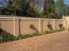 wall fencing designs the best compound wall design ideas on fencing designs perimeter south daze wall fencing designs in south africa Concrete Fence Wall, Brick Fence, Front Yard Fence, Bamboo Fence, Pallet Fence, Glass Fence, Stone Fence, Farm Fence, Metal Fence