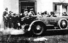 Hours before death: This newly-uncovered image is the last one taken of IRA leader Michael Collins (in the back of the car, left) before he was shot dead Types Of Photography, Candid Photography, Documentary Photography, Wildlife Photography, Street Photography, Michael Collins, Scene Image, Close Up Portraits, Photography Competitions