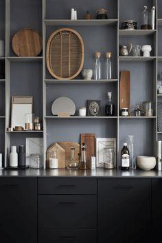 Amazing minimalist interior of Kristina Dam (design attractor) Minimalist Home Decor, Minimalist Kitchen, Minimalist Interior, Minimalist House, Black Kitchens, Home Kitchens, Kitchen Interior, Kitchen Design, Real Living Magazine
