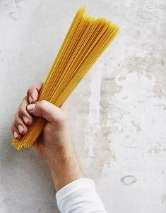 Viisi herkullisen helppoa pastaa kotivara-aineksista - Ruoka | HS.fi Wow Products, Pesto, Blessed