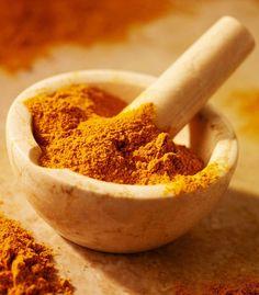 curcuma: 4 utilizzi benefici per la salute  È uno degli ingredienti del curry, ma non si limita a dare sapore ai tuoi piatti: grazie alla sua azione antinfiammatoria è in grado di alleviare più di un disturbo
