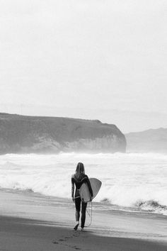 Surf lesson with a hot woman causes confusion between couples Black And White Picture Wall, Black And White Girl, Black And White Aesthetic, Black And White Pictures, White Aesthetic Photography, Black And White Photography, Billabong, Surfer Dude, Surfer Girls