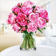 """Für diesen Strauß haben Tchibo und Blume2000.de massiv Werbung gemacht und ich fand ihn mit den 10 Pfingstrosen als Muttertagsgruß richtig toll. Schade, dass er """"in echt"""" unaufgebunden und lieblos mit einem Gummi zusammengemacht ankam, so dass ihn meine Mama zuerst selbst abzupfen und arrangieren musste, bevor er einigermaßen präsentabel in eine Vase gestellt werden konnte :-("""