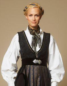 Jubileumsdrakten - Oslo Oslo, White Costumes, Scandinavian Fashion, Fancy, Culture, Urban, Stuff To Buy, Clothes, Norway