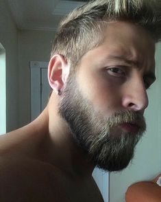 That beard though Handsome Bearded Men, Handsome Faces, Great Beards, Awesome Beards, Beard Styles For Men, Hair And Beard Styles, Bart Tattoo, Blond, Beard Lover