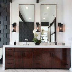 Designers flock to quartz for any luxe bathroom remodel. After all, quartz is durable, easy to maintain, and comes in a wide variety of colors. What else could be better?