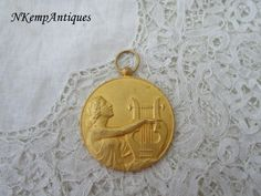 Vintage medal by Nkempantiques on Etsy