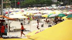 Evento Claro Rock In Rio | Bolas de vinil personalizadas | Bolas dente de leite. Evento de divulgação do Rock In Rio que foi patrocinada pela Claro nas praias de Ubatuba, Guarujá e Floripa usando as bolas de vinil personalizadas com o logotipo da Claro.