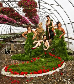Haute HortiCouture: Wearable Living Landscapes Fashioned From Self-Seeding Plants - Urban Gardens Couture Fashion, Fashion Show, Fashion Design, Fashion Trends, Botanical Fashion, Plant Art, Environmental Art, Bridesmaid Dresses, Amazing