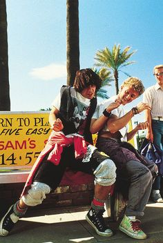 Promo shot of Keanu Reeves and Alex Winter in Bill & Ted's Excellent Adventure (1989)