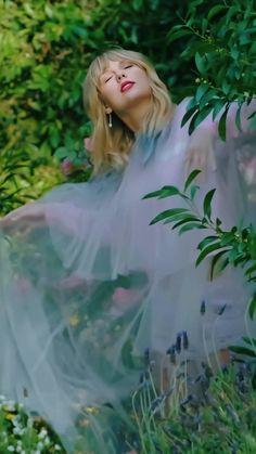 𝐥𝐨𝐯𝐞𝐫 ♡ - 💕 Source by Gomezbuttera Taylor Swift News, Taylor Swift Songs, Taylor Swift Pictures, Taylor Alison Swift, Red Taylor, Selena Gomez, Taylor Swift Wallpaper, Swift Photo, American Music Awards