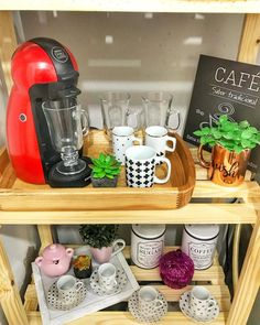 Coffee corner: 71 incredible ideas for you to organize yours (PHOTOS) - Coffee Ideas Coffee Corner Kitchen, Coffee Nook, Coffee Bar Home, Coffee Carts, Coffee Time, Cafe Bar, Café Vintage, Tea Station, Kitchen Organization