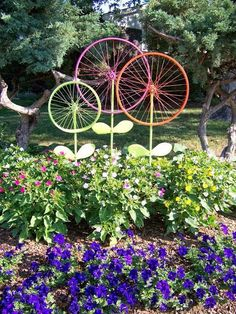 20 DIY Garden Art Projects to do - DIY Crafty Projects - The Hanky Dress Lady: Bicycle Wheel Garden Art – Steel Magnolias - Garden Crafts, Garden Projects, Art Projects, Crafty Projects, Diy Garden Decor, Yard Art Crafts, Project Ideas, Diy Crafts, Metal Projects