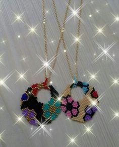 Bead Jewellery, Seed Bead Jewelry, Seed Beads, Beaded Jewelry, Peyote Stitch Patterns, Beading Patterns, Bead Loom Designs, Diy Earring Holder, Seed Bead Necklace