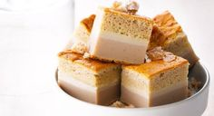 Voici un dessert d'automne plutôt surprenant : un gâteau magique à la crème de marron. 3 textures différentes pour des surprises à tous les étages de cette douceur gourmande. ...