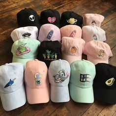 ☆~Ella birak~☆ Aesthetic Fashion, Aesthetic Clothes, Aesthetic Vintage, Cute Hats, Dad Hats, Beanie Hats, Beanies, Fashion Accessories, Winter Hats