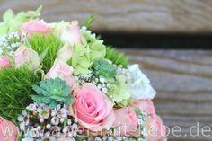 #Brautstrauß in Rosa, Weiß und Grün, Pastellfarbener Brautstrauß mit Rosen, Hortensie, Bartnelke, #Sukkulenten, Wachskraut und Schleierkraut