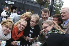Riihimäki Reilun kaupan kaupungiksi 2012. Tapahtuma Granitin aukiolla. Kuvassa myös Reilun Riihimäen kummi Janne Kataja. Kuva: Saara Manelius