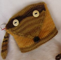 Ravelry: Bandit Coin Pouch pattern by Mary Jo Martinek Yarn Projects, Knitting Projects, Knitted Hats, Crochet Hats, Pocket Pal, Crochet Pouch, Pouch Pattern, Change Purse
