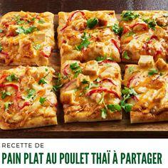 - Chauffer le four à 400 °F. - Cuire le beurre d'arachide, le lait de noix de coco, la sauce soya, la sauce sriracha et l'ail dans une casserole à feu doux 3 min ou jusqu'à ce que le tout soit chaud, en remuant souvent. #Recetteapartager #painplat Sauce Sriracha, Mini Pizza, Four, Spaghetti, Cheese, Peanut Sauce, Garlic, Thai Chicken, Lasagna