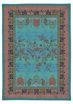 Wunderbares Plaid »Correggio« von Bassetti. Dieser Überwurf überzeugt durch tolle Farben und ein hübsches Paisley-Muster. Das Obermaterial ist aus reiner Baumwolle gefertigt, die Füllung besteht aus 100% Polyester. Das Plaid lässt sich hervorragend als Decke, oder als Überwurf nutzen und veredelt so im Handumdrehen ihr Wohn- oder Schlafzimmer. Freuen Sie sich auf einen langjährigen Begleiter.  ...