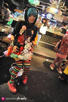 Nihei  setagaya, tokyo  SPRING 2012, girls  Kjeld Duits    FACTORY WORKER, 36  st4192 @ twitter